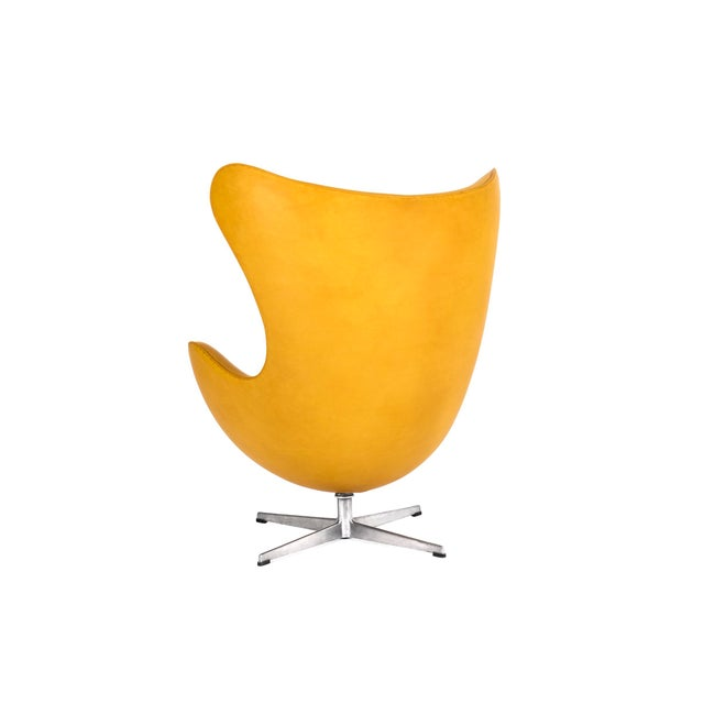 Mid-Century Modern Arne Jacobsen Pair of Egg Chairs and Ottoman For Sale - Image 3 of 7