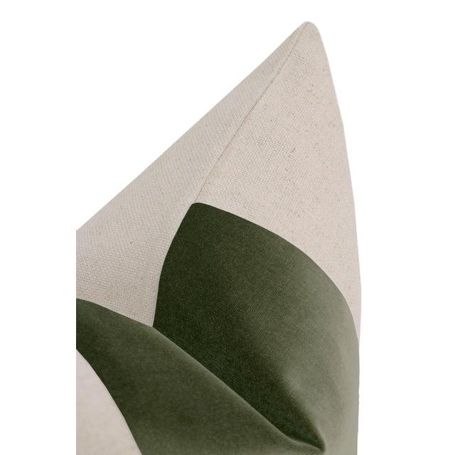 """12"""" X 18"""" Moss Velvet Panel & Linen Lumbar Pillows - a Pair For Sale - Image 4 of 6"""