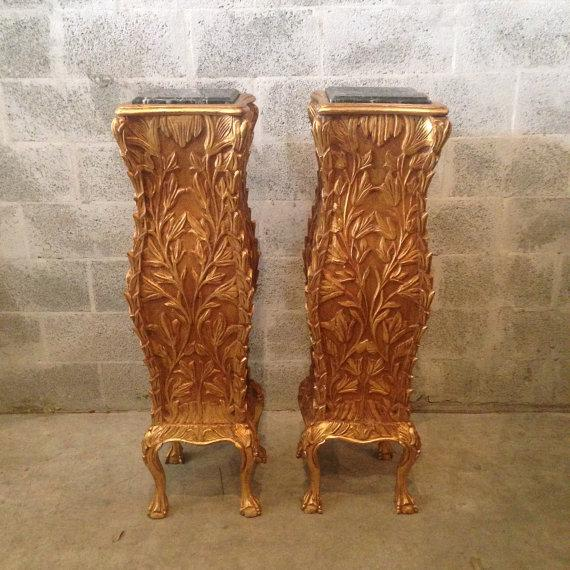 Stunning pair of golden pillars in the Chippendale style. This set is made of beech wood and features a gorgeous marble...