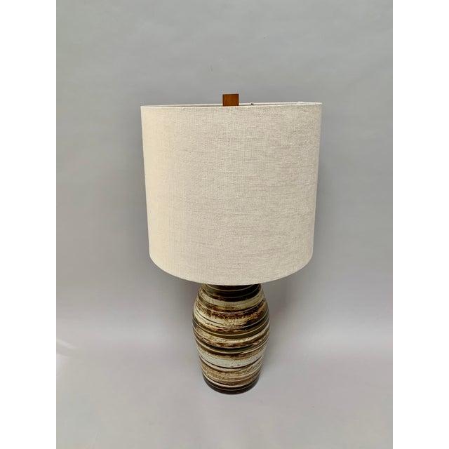 Mid-Century Modern Mid-Century Modern Ceramic Lamp by Jane and Gordon Martz For Sale - Image 3 of 12