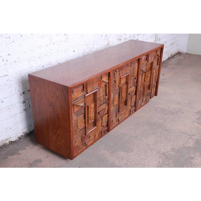 Lane Pueblo Brutalist Mid-Century Modern Oak Long Dresser or Credenza, 1970s For Sale In South Bend - Image 6 of 13