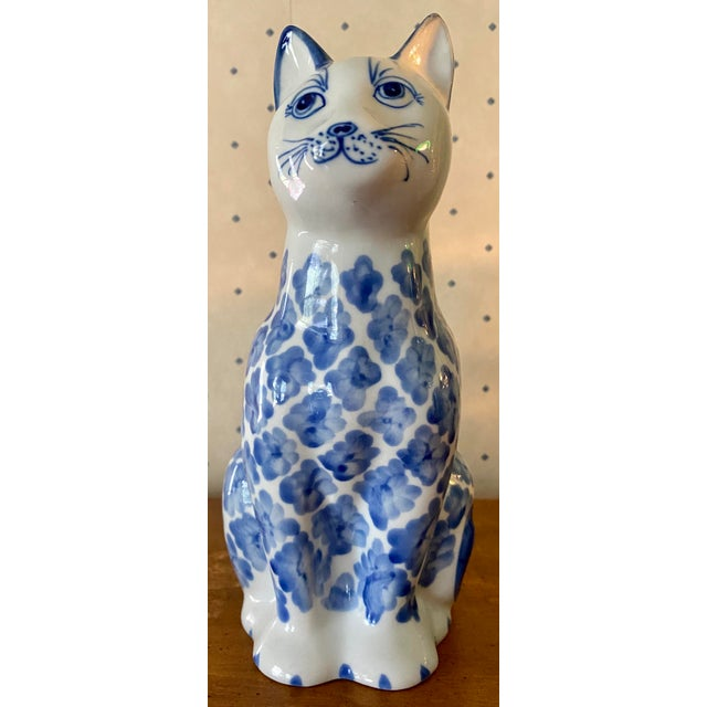 1980s Vintage Ceramic Blue & White Ikat Style Cat Figurine For Sale In Saint Louis - Image 6 of 6