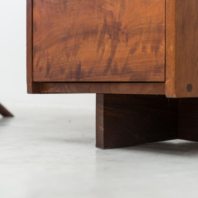 Conoid Cross-Legged Desk in American Walnut and Hickory by George Nakashima, New Hope, 1963 For Sale In Santa Fe - Image 6 of 11