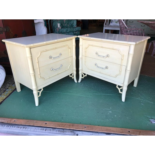 Always a classic pair of faux bamboo with fretwork nightstands by Dixie ready for a new look. These always lacquer up...