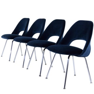Eero Saarinen for Florence Knoll Executive Navy Blue Velvet Side Chairs - Set of 4 For Sale