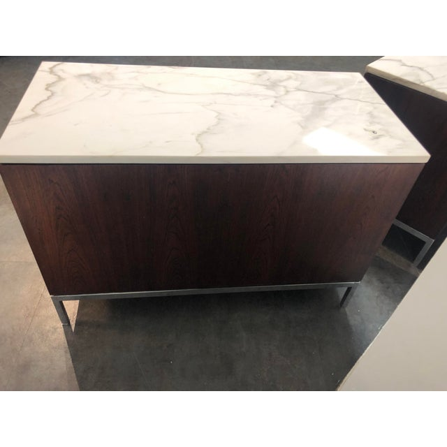 Florence Knoll 1960s Mid-Century Modern Florence Knoll Rosewood and Marble Credenza Ensemble - 2 Pieces For Sale - Image 4 of 13