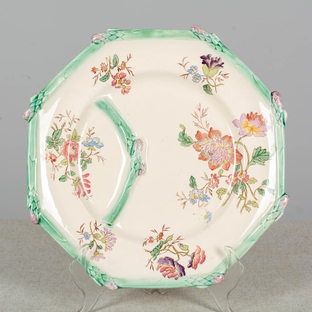 Early 20th Century Longchamp French Majolica Asparagus Plates and Serving Set For Sale - Image 5 of 13