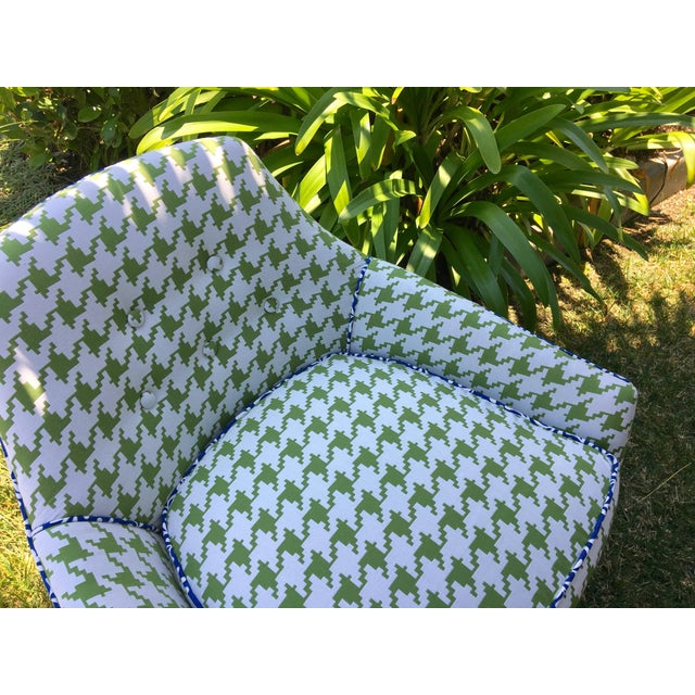 Mid-Century Modern Green and White Houndstooth Accent Chair on Casters For Sale - Image 4 of 7