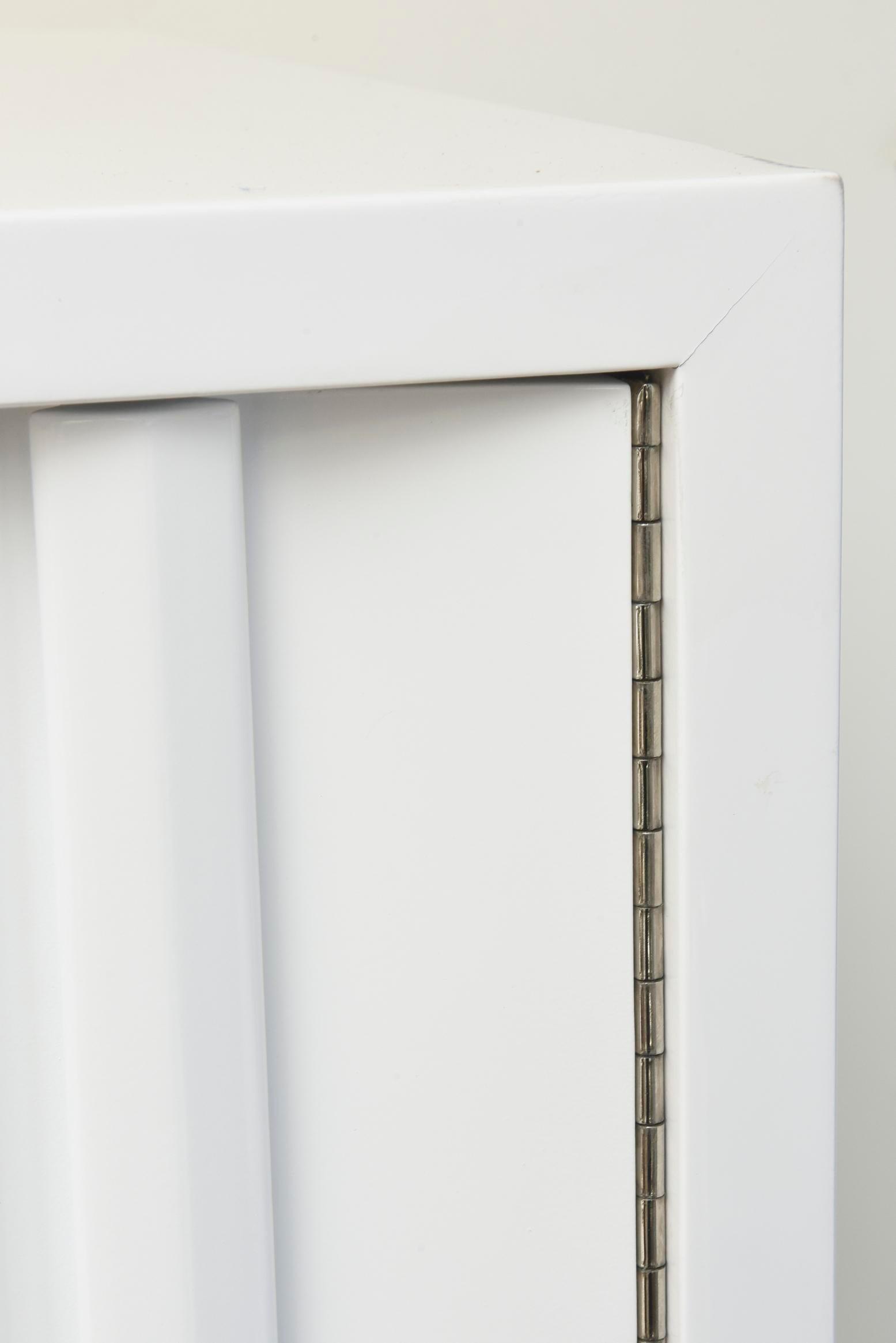 White Vintage White Lacquered Over Wood Sculptural Cabinet/ Gentlemenu0027s  Dresser/ Dry Bar For Sale