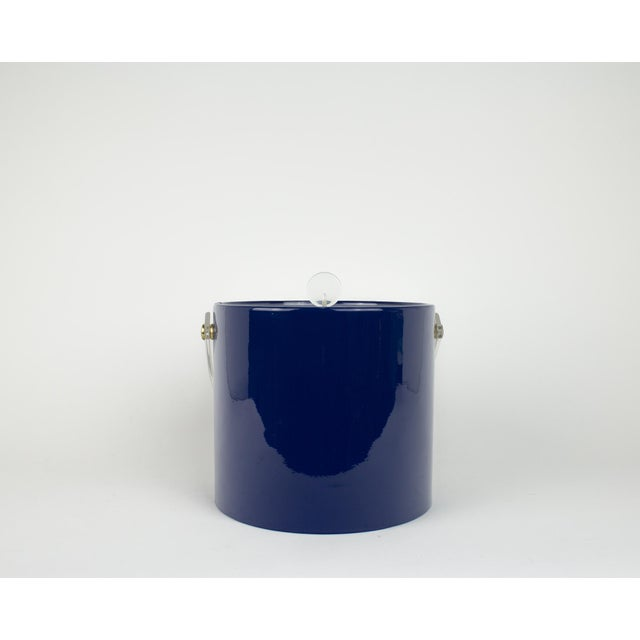 Mid Century Navy Blue and Lucite Ice Bucket - Image 6 of 10