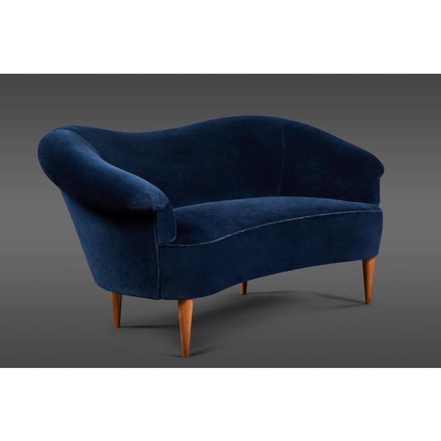 Delicate Blue Velvet Italian Settee For Sale - Image 4 of 4