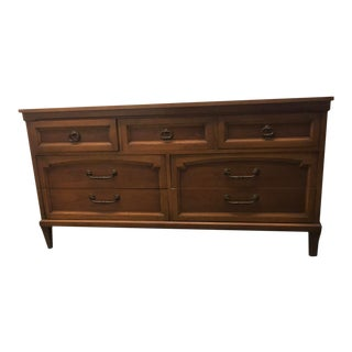 Vintage Drexel Traditional Provincial Dresser For Sale