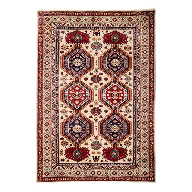 """New Traditional Hand Knotted Area Rug - 4'10"""" x 7' For Sale"""