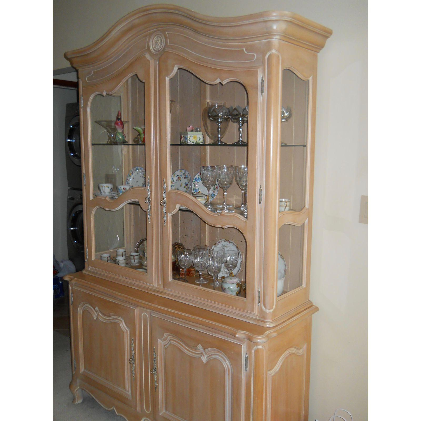 Ethan Allen China Buffet   Image 5 Of 6