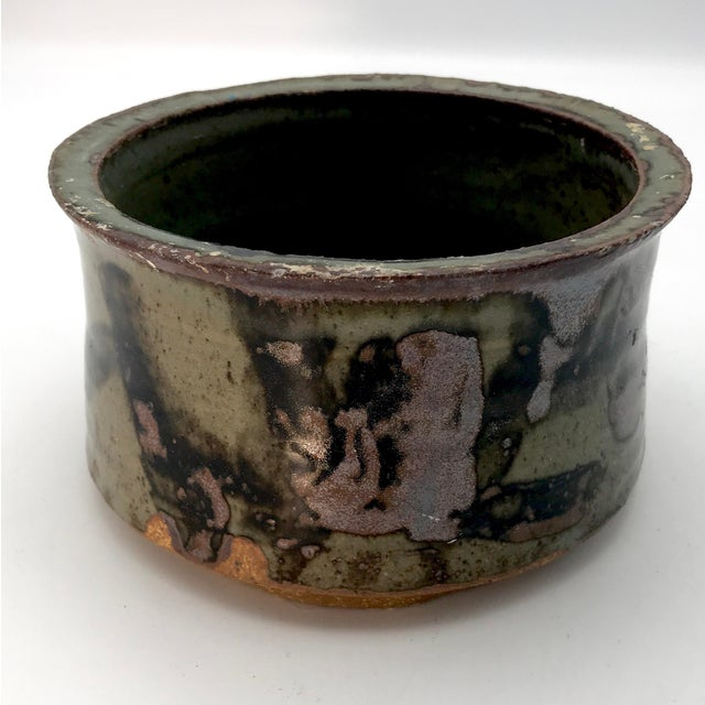 1980s Boho Chic Mottle Drip Glaze Signed Studio Pottery Cachepot / Bowl For Sale In New York - Image 6 of 8