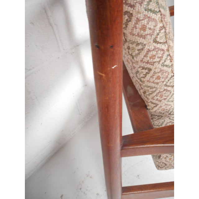 Wood 1960d Mid-Century Modern Jens Risom Design Walnut Lounge Chairs - a Pair For Sale - Image 7 of 10