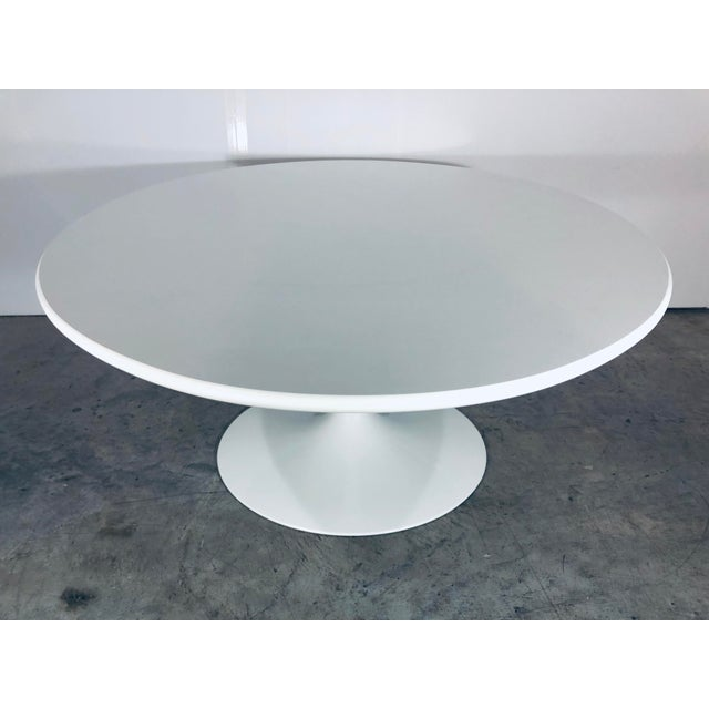 Mid-Century Modern Eero Saarinen for Knoll Oval White Laminate Tulip Coffee Table For Sale In Miami - Image 6 of 12