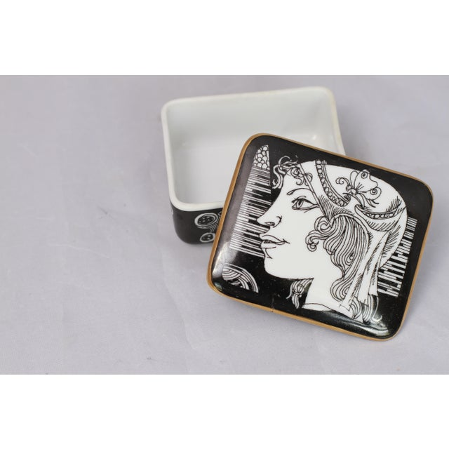Vintage Black and White Hollohaza Hungarian Covered Box - Image 4 of 9