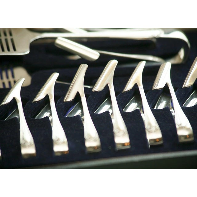 Silver Plate Fitted Boxed Set of Asparagus Server and Holders For Sale - Image 4 of 11
