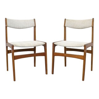 Pair of Mid-Century Danish Modern Teak Side Dining Chairs For Sale