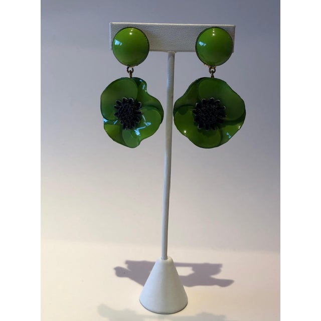 Abstract Cilea Green Poppy French Statement Earrings For Sale - Image 3 of 11
