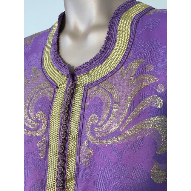 Islamic 1970s Lavender and Gold Brocade Maxi Dress Caftan, Evening Gown Kaftan For Sale - Image 3 of 10