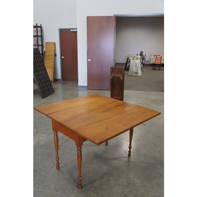 Pine 1900s Early American Style Solid Pine Drop Leaf Dining Table For Sale - Image 7 of 13