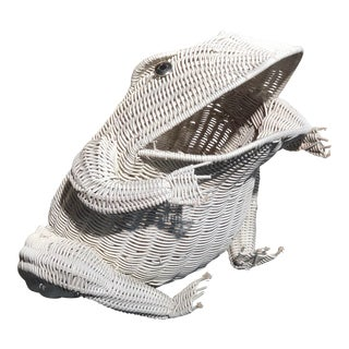 1970s Vintage Frog White Wicker Basket Magazine Holder For Sale
