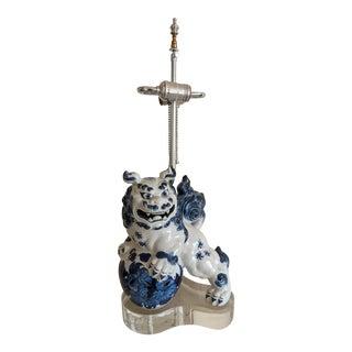 Vintage Foo Dog Blue & White Table Lamp For Sale