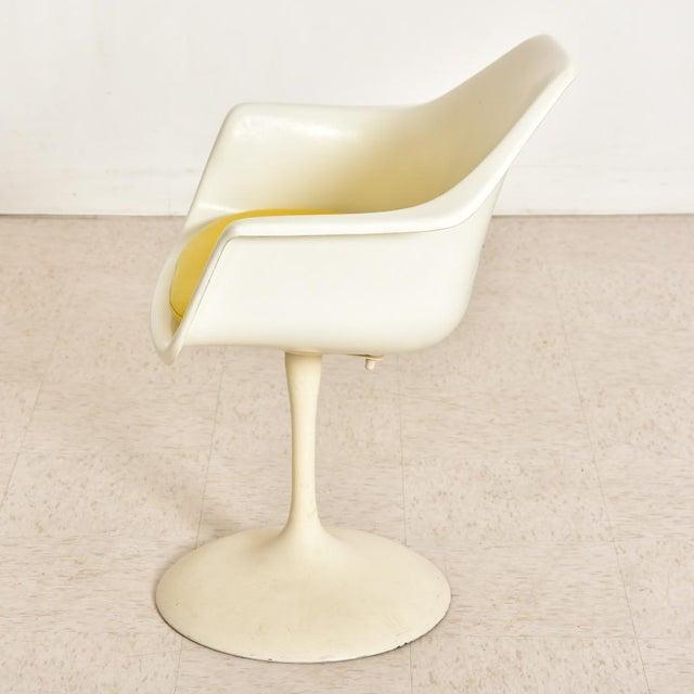 Plastic Vintage Eero Saarinen Tulip Dining Set - 5 Pieces For Sale - Image 7 of 10