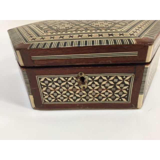 Islamic Middle Eastern Syrian Mother-Of-Pearl Inlaid Octagonal Box For Sale - Image 3 of 10
