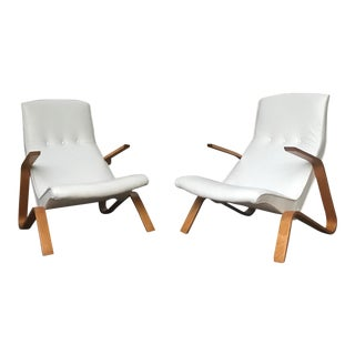 Vintage Eero Saarinen for Knoll White Leather Grasshopper Lounge Chairs - a Pair For Sale