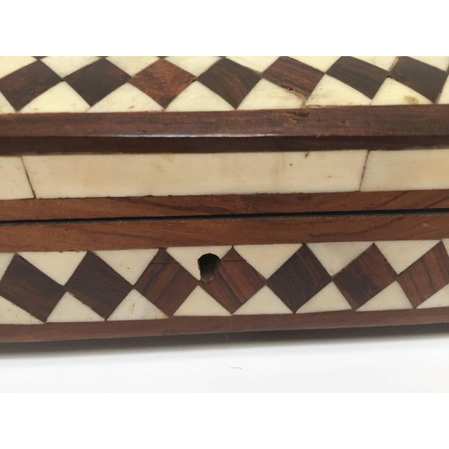 Mid 20th Century Vizagapatam Anglo-Indian Rectangular Box Inlaid With Bone and Sandalwood For Sale - Image 5 of 10