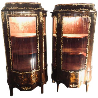19th Century French Bronze Mounted Inlaid Vitrines Curio Cabinets, Pair For Sale