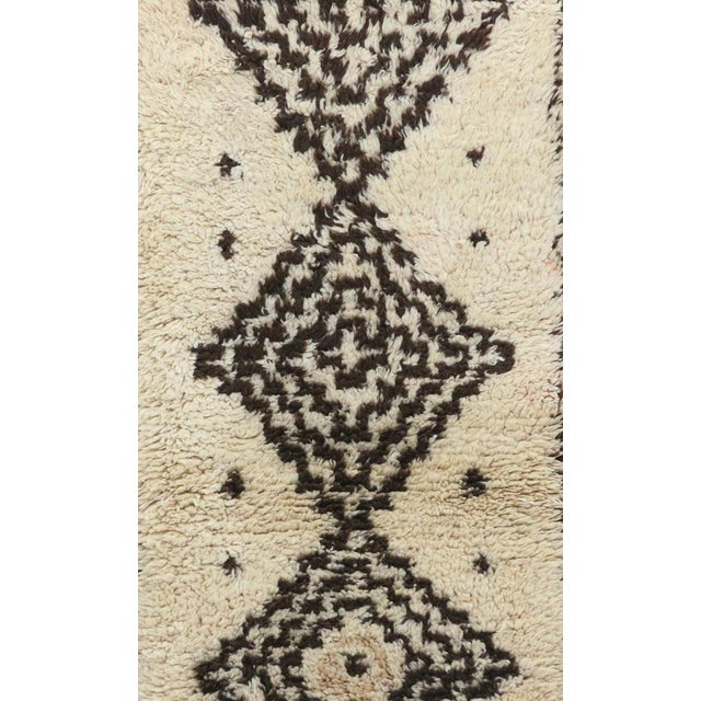 Islamic 1980s Azilal Moroccan Rug - 2′7″ × 6′8″ For Sale - Image 3 of 6