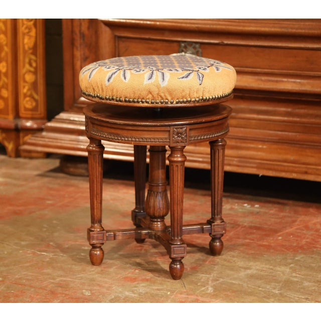 French 19th Century French Louis XVI Carved Walnut Round Adjustable Swivel Piano Stool For Sale - Image 3 of 10