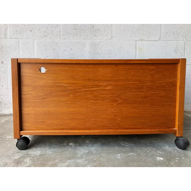 Vintage Mid-Century Danish Modern Teak Tv Stand/Media Cabinet on Casters For Sale In Miami - Image 6 of 10