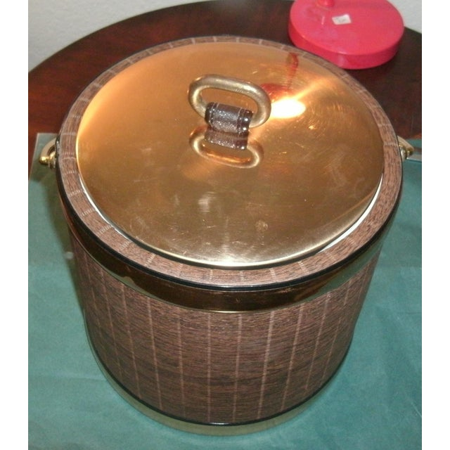 Mid 20th Century Faux Wood Grain & Gold Kraftware Ice Bucket For Sale - Image 9 of 10
