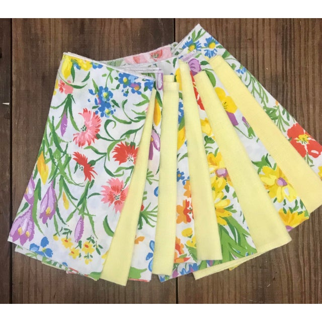 Happy napkins for your springtime garden party. Floral napkins are covered in early spring flowers from daisies, roses to...