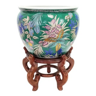 Large Famille Rose Chinese Ceramic Porcelain Planter With Wood Stand - Asian Chinoiserie Palm Beach Boho Chic Mid Century Modern Flowers Goldfish For Sale