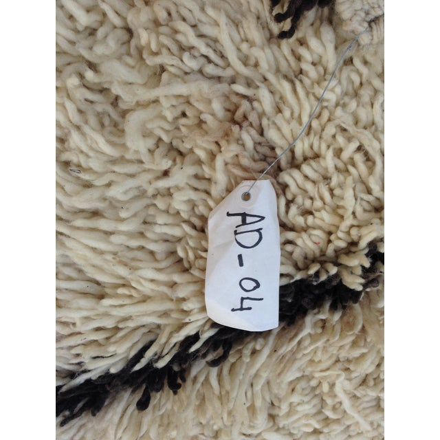 Textile 1980s Beni Ourain rug- 5′ × 7′ For Sale - Image 7 of 8