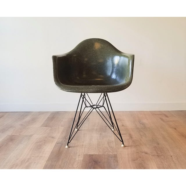 This is a fairly 1960s rare Olive Green 4th generation Eames Fiberglass DAR chair made by Herman Miller. The DAR (Dining...