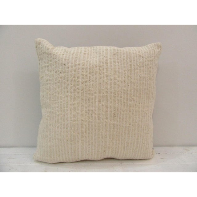 Handmade Beige Turkish Kilim Pillow Cover For Sale - Image 4 of 4