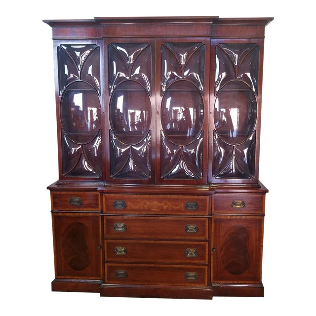 Very Good 1940s Inlaid & Banded Mahogany Living Room Breakfront China Cabinet For Sale