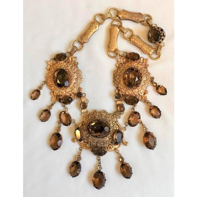 Hollywood Regency 1950 Gold Tone Smoky Topaz Glass Bib Necklace For Sale - Image 3 of 7