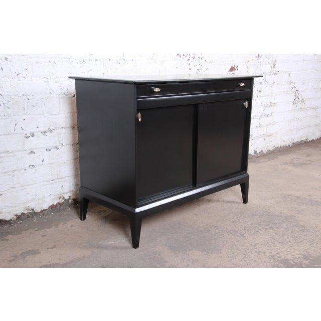 Contemporary Paul McCobb Style Ebonized Mid-Century Modern Compact Credenza by Heywood Wakefield For Sale - Image 3 of 13
