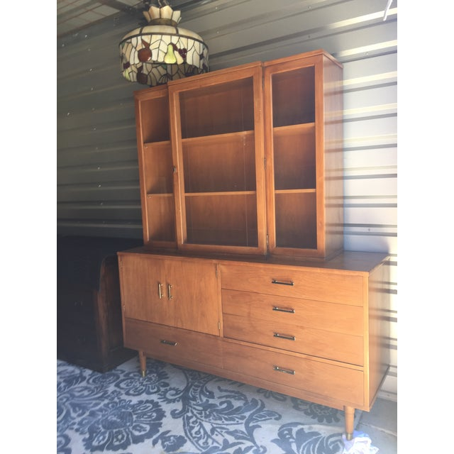 A wonderful Drexel mid century modern china hutch. In over all great vintage condition with some wear due to age and use....
