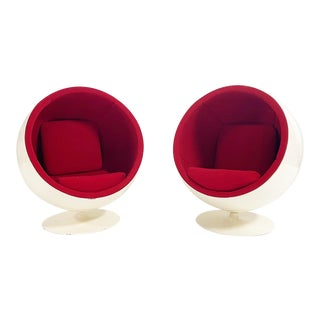 Eero Aarnio the Ball Chair, Pair For Sale