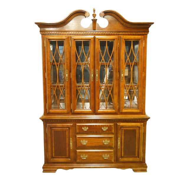 1990s Chippendale Universal Furniture Illuminated Display China Cabinet For Sale