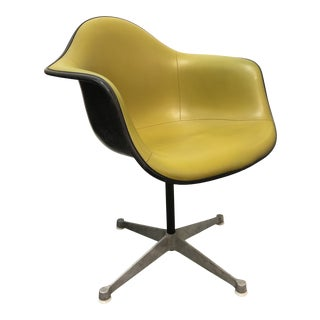 Vintage Mid-Century Eames Avocado Green Swivel Chair For Sale